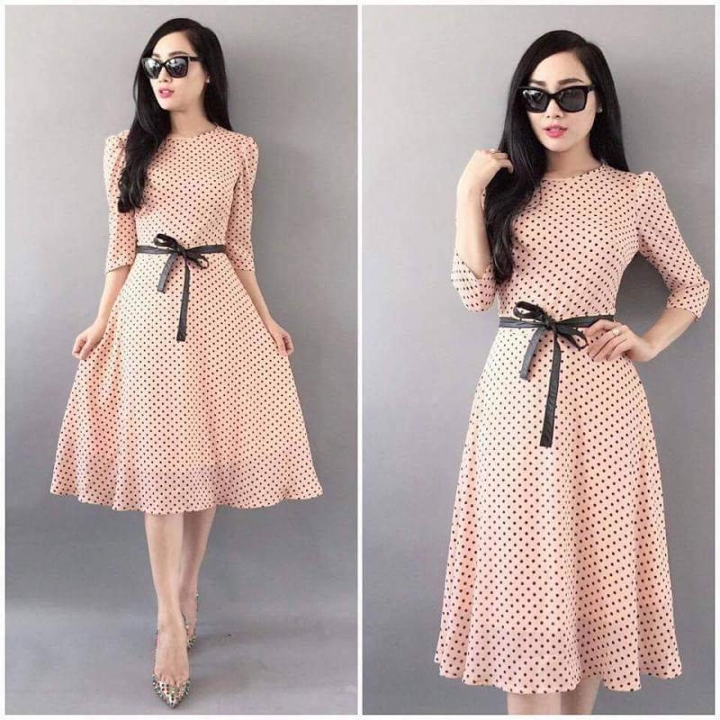 Hãy chọn một chiếc váy liền với thắt lưng nhỏ