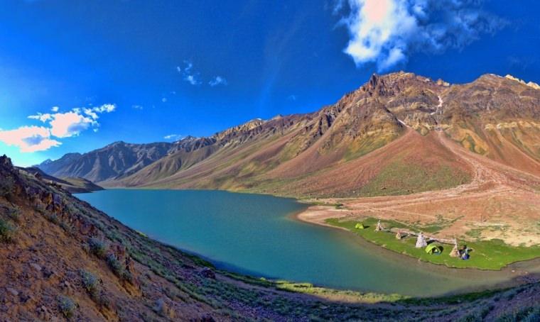 Hồ Chandra Taal hay còn được gọi với cái tên là hồ mặt trăng