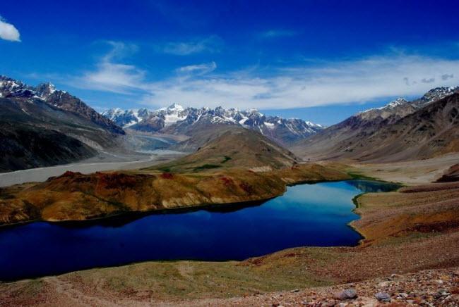 Hồ Chandra Taal nằm ở thung lũng Spiti