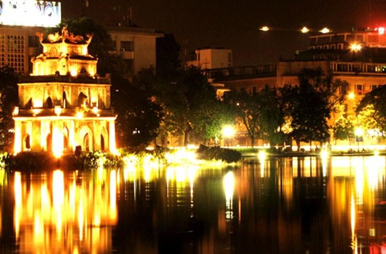 Hồ Gươm là nơi chụp ảnh lý tưởng dịp Trung Thu