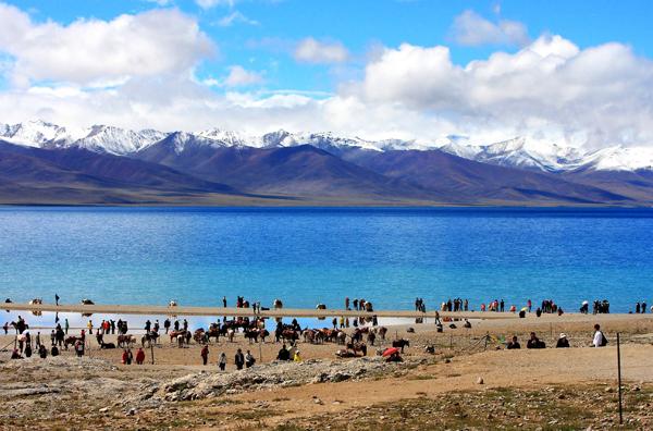 Hồ Namtso giống như một tấm gương khổng lồ phản chiếu đất trời của tự nhiên