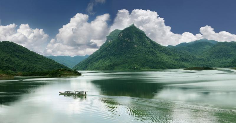 Hồ Pá Khoang thơ mộng và huyền ảo