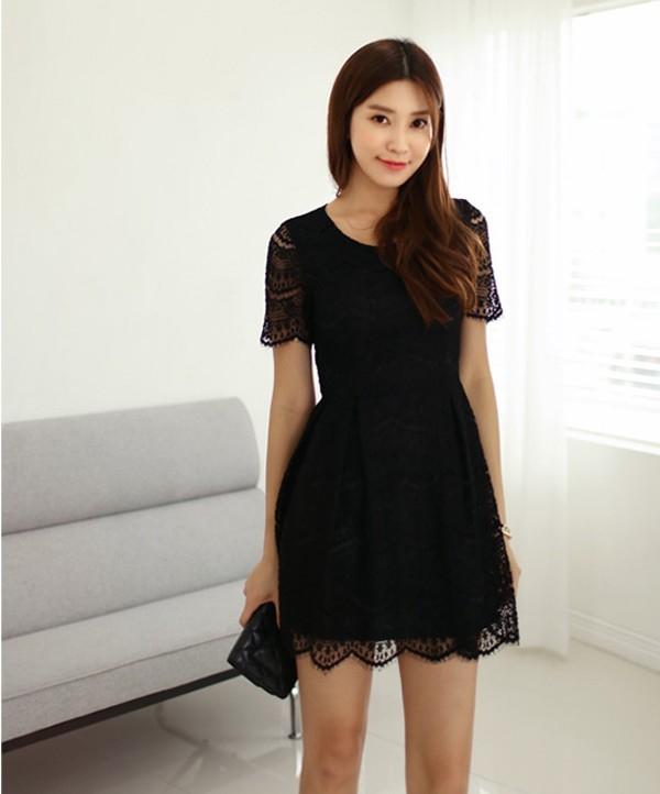 Hãy chọn một chiếc Little Black Dress cổ điển