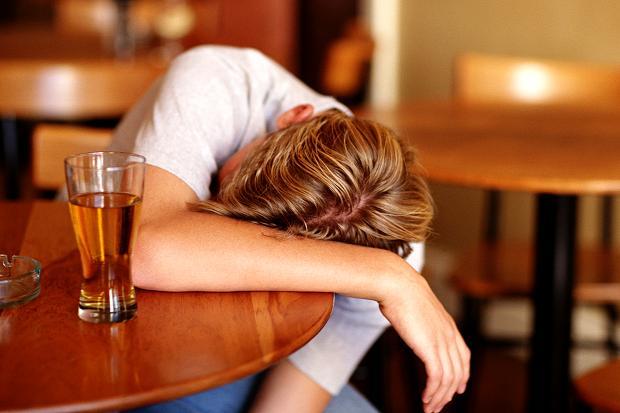 Hội chứng Korsakoff thường gặp ở người nghiện rượu mạn tính có thiếu hụt vitamin B1 trầm trọng.