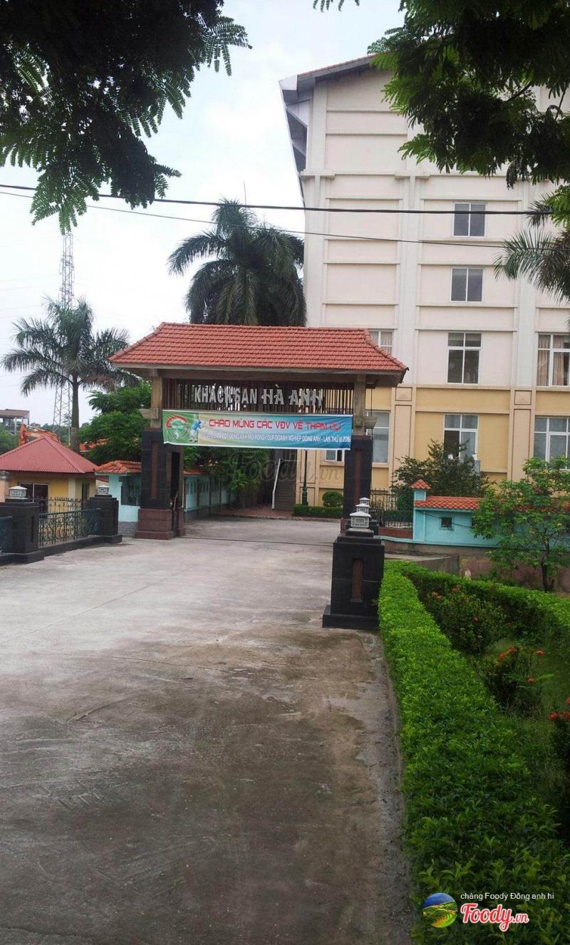 Khách sạn Hà Anh nhìn từ cổng vào