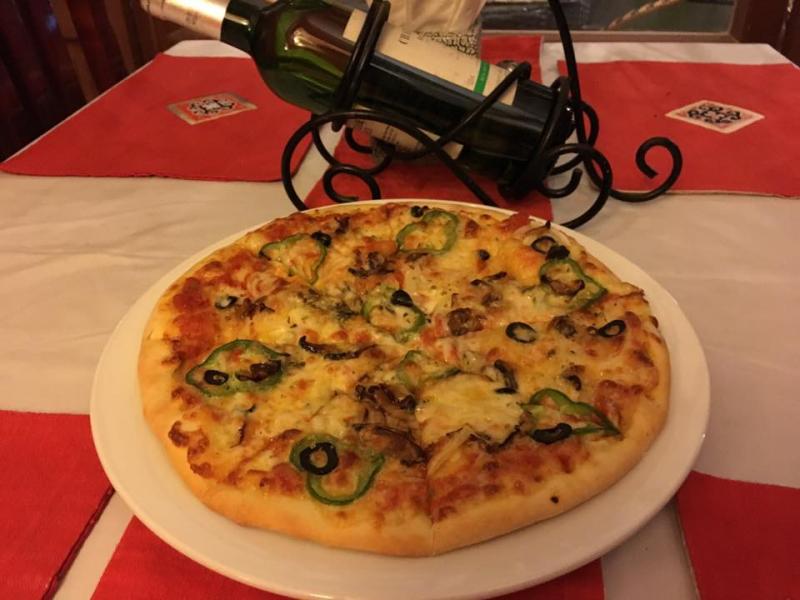 La Casa Pizza Restaurant