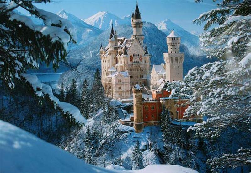 Neuschwanstein ẩn trong lớp tuyết trắng xóa