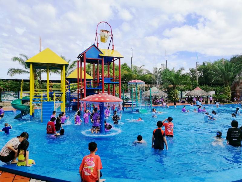 Một số trải nghiệm vui chơi ở khu du lịch Long Điền Sơn mà du khách có thể khám phá như công viên nước, hồ thiên nga, xe đạp nước, rồng bay, đĩa bay, đu quay dây, tàu lượn siêu tốc, xe đua F1…