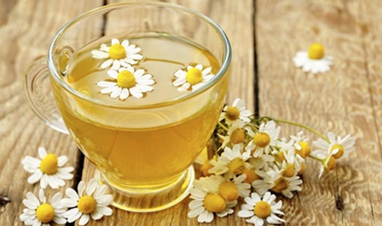 Massage bằng trà hoa cúc