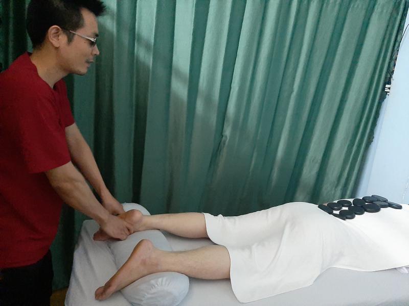 Mỗi nhân viên, kỹ thuật viên tại massage khiếm thị Quốc Phương đều được đào tạo thông qua các trường lớp có chứng chỉ hành nghề
