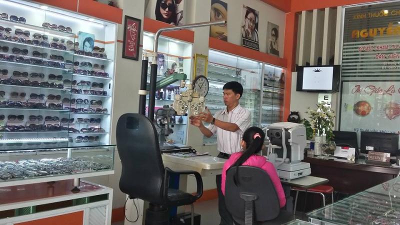 Tại đây các khách hàng sẽ được khám, tư vấn. đo mắt Cận-Viễn-Loạn miễn phí để có thể lựa chọn được mắt kính phù hợp nhất với mình