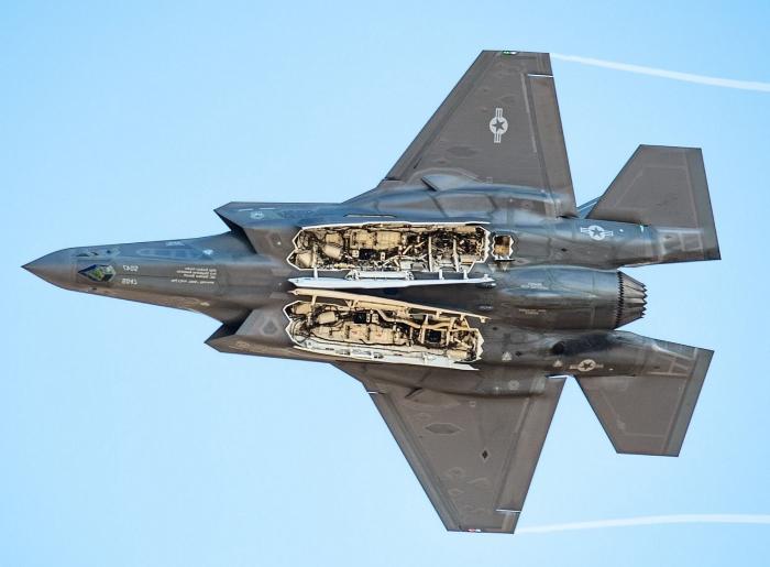Máy bay chiến đấu F-35 Lightning II