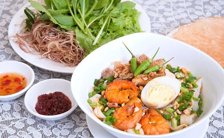 Mì Quảng có nhiều loại như: mì cá lóc, mì gà, mì tôm thịt trứng.