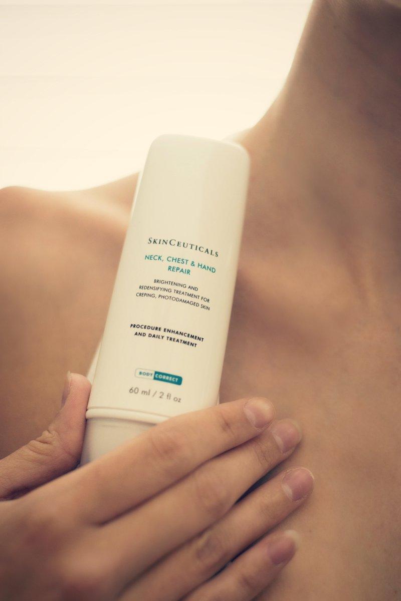 Neck Chest & Hand Repair làm sáng da, điều trị đốm nâu xuất hiện ở cổ và ngực