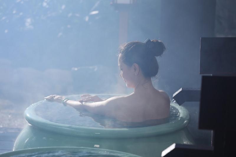 Ngâm mình trong bồn nước nóng