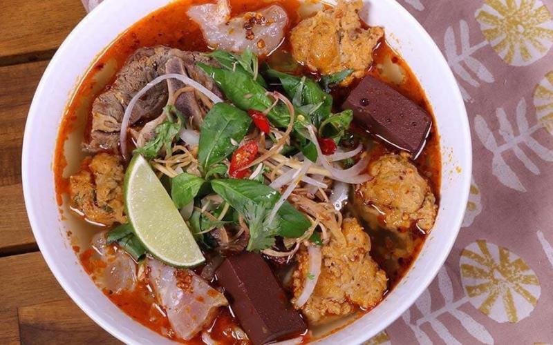 Sang Nghĩa Restaurant chuyên các món cơm, bún Bò Huế và đặc sản chuẩn Huế