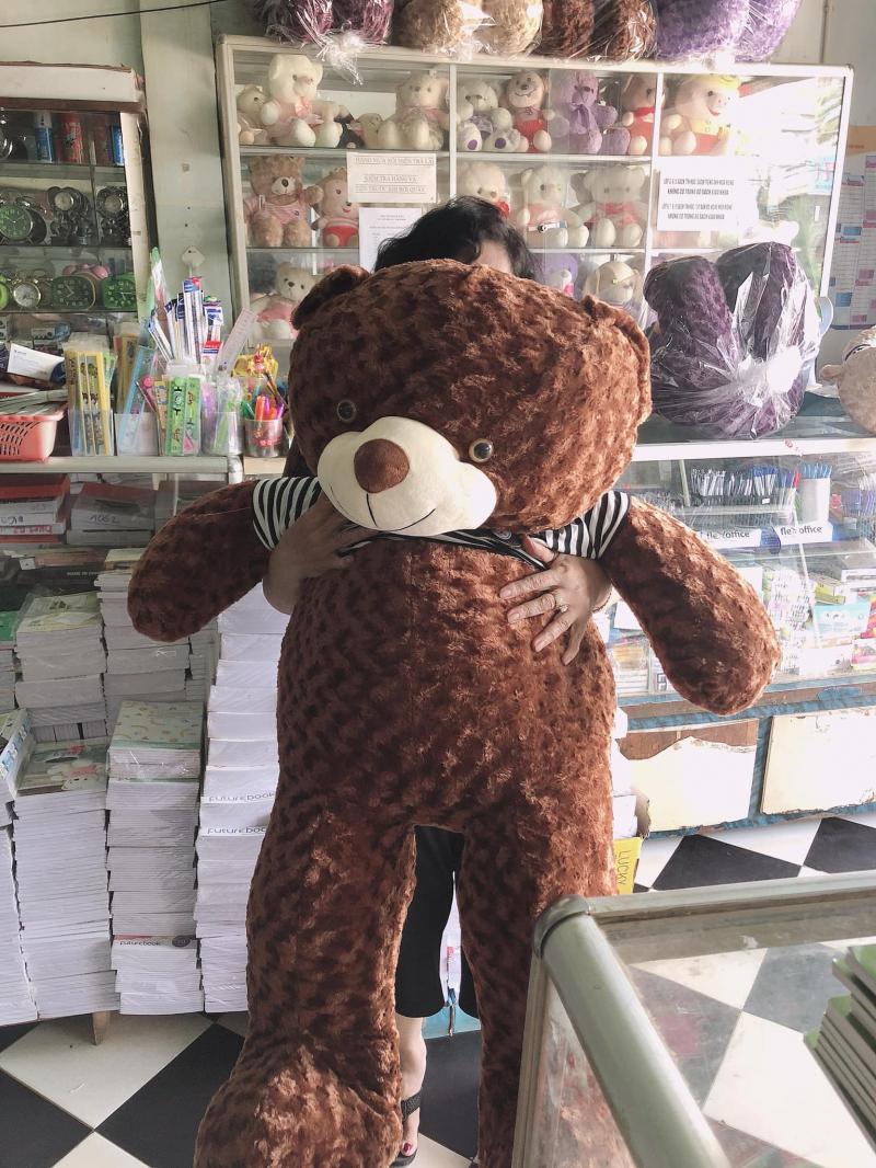 Nhà Sách Võ Đắt còn có cả gấu bông nhé