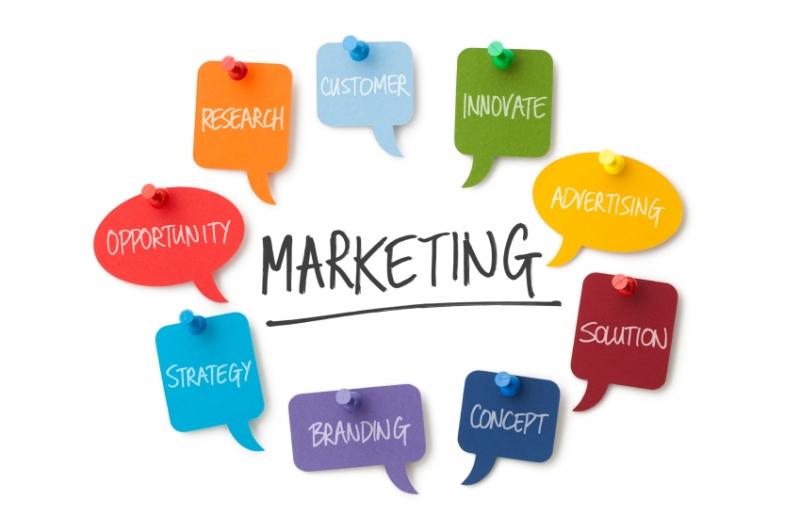 Nhân viên tiếp thị và quan hệ công chúng