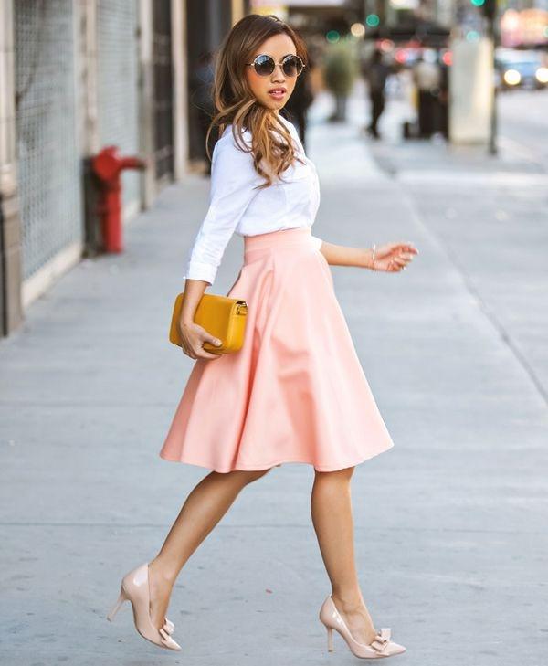 Trang phục màu pastel được ví như những viên kẹo bông ngọt ngào