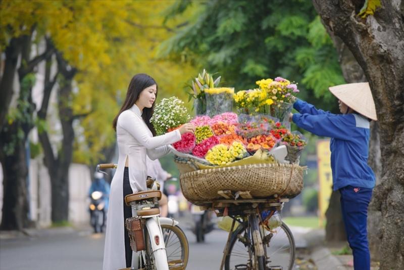 Những gánh hàng hoa chở mùa thu đi qua phố