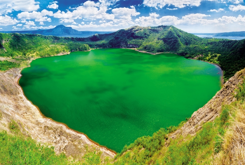 Vẻ đẹp quyến rũ của hồ trên núi lửa Taal