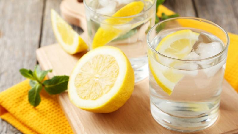 Nước chanh tăng cường trao đổi chất và giảm cân