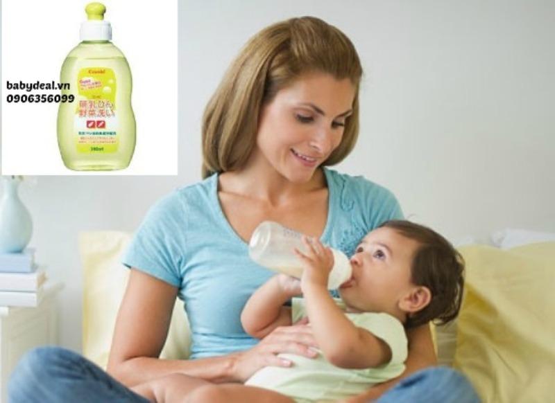 Nước rửa bình sữa và rau quả Combi 300ml giúp rửa bình sữa sạch sẽ, an toàn