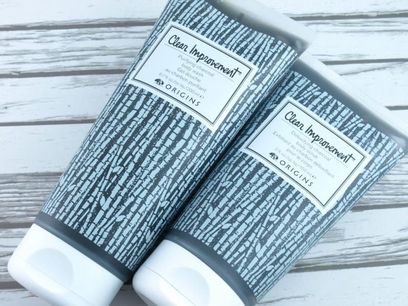 Sữa Tắm Bùn Than Hoạt Tính Clear Improvement Purifying Charcoal Body Wash thanh tẩy độc tố từ môi trường, giúp lỗ chân lông được thông thoáng từ đó giúp giảm thiểu tình trạng mụn