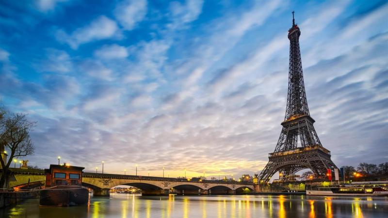 Tháp Eiffel ở thủ đô Paris (Pháp)
