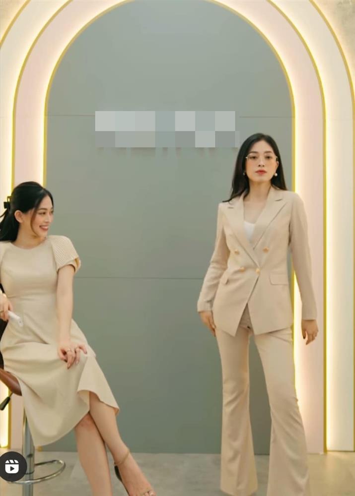 """Bà xã Cường Đô-la, """"giảng viên hot girl"""" dính sự cố trang phục tế nhị?"""