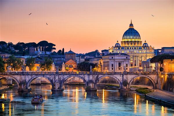 Nhà thờ thánh Peter là công trình nổi tiếng linh thiêng của Rome