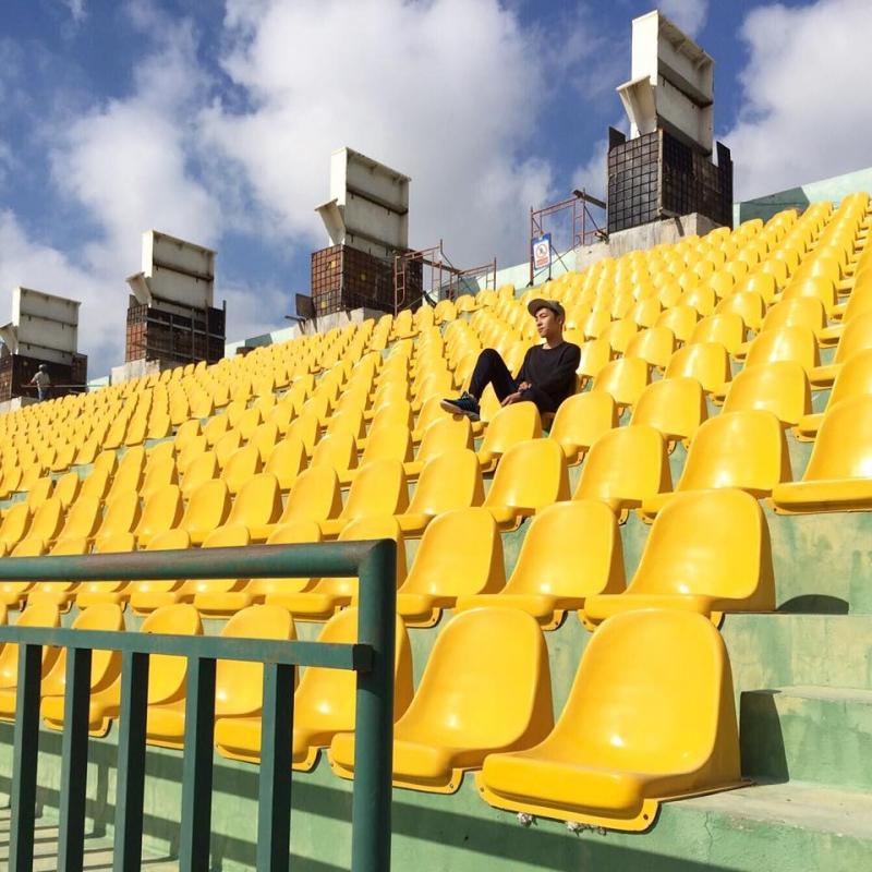 Dãy ghế trên khán đài trong sân vận động. Fb: Đặng Quan Triệu