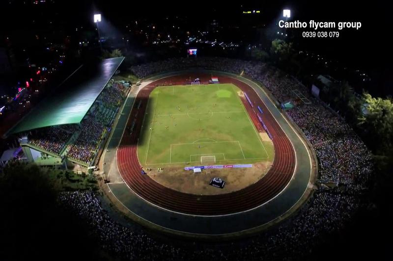 Sân vận động Cần Thơ về đêm