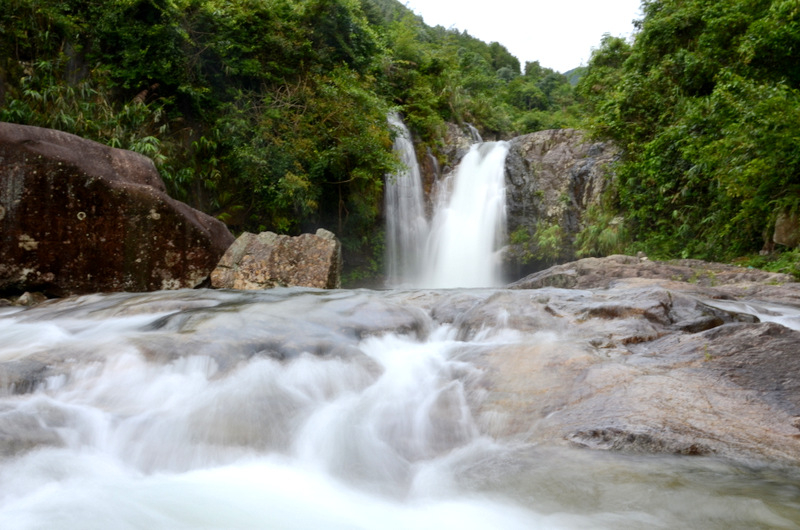 Thác sông Moóc chảy như dòng tóc mây bồng bềnh mơ mộng