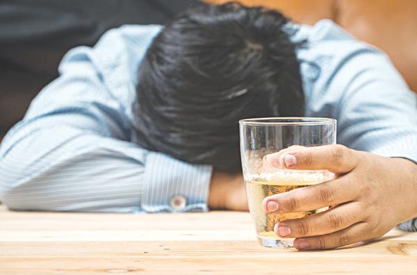 Thiếu hụt vitamin do nghiện rượu