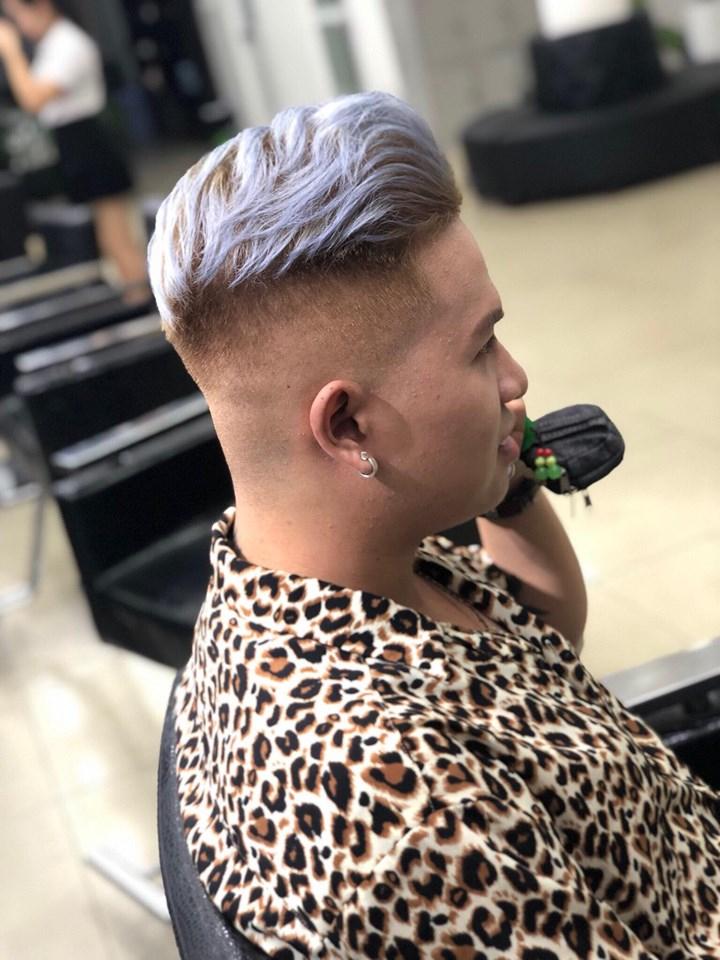 Pompadour là kiểu tóc nam có phần mái được hớt ngược về phía sau và có độ dài dài hơn phần tóc ở đỉnh và gáy, đồng thời hai bên gáy ngắn giống như kiểu tóc Undercut.