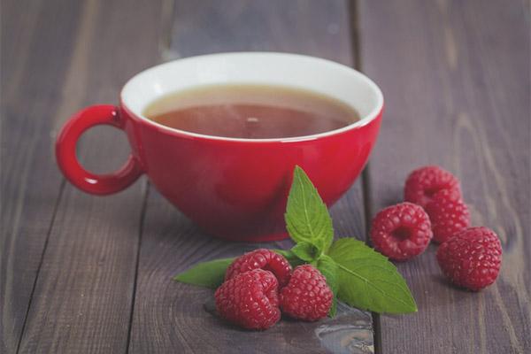 Trà lá mâm xôi hỗ trợ giảm đau bụng kinh
