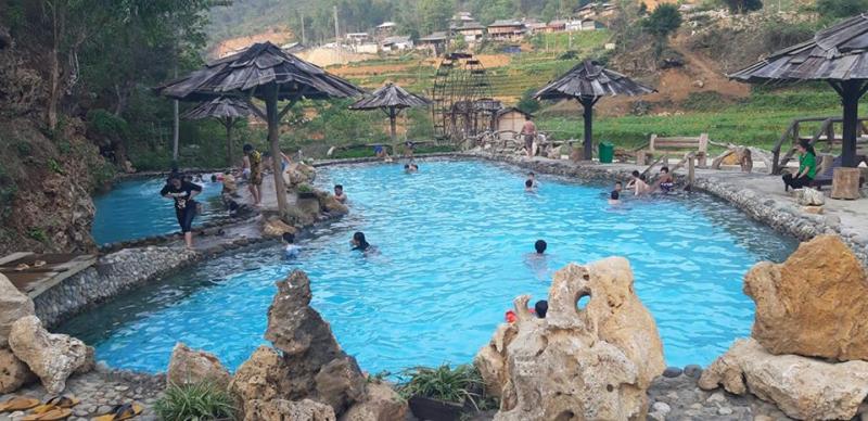 Tram Tau hot spring bath