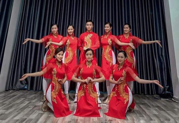 Trang phục biểu diễn Thu Hà