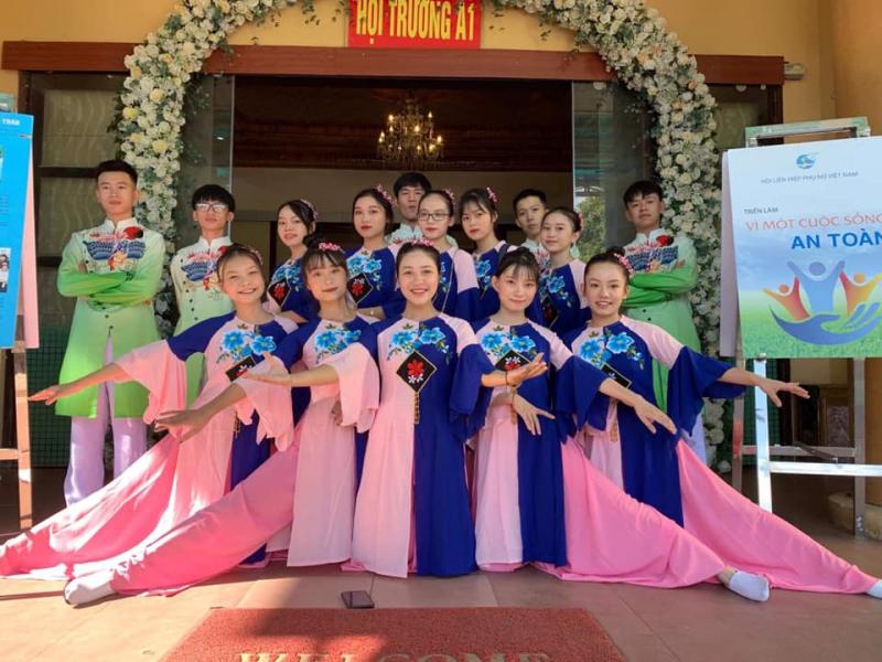 Trang phục biểu diễn Thủy Hương