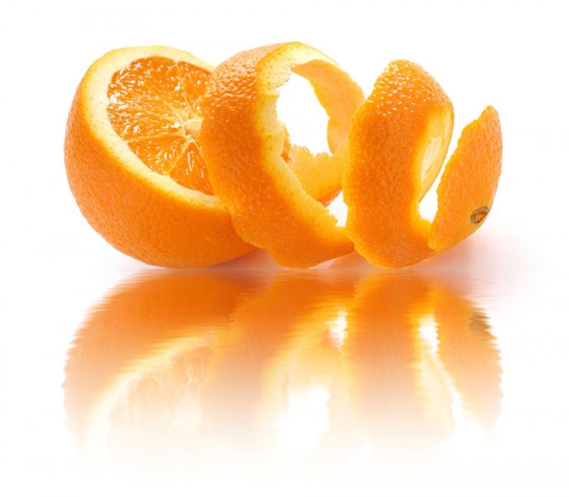 Vỏ cam có khả năng làm mịn da và loại bỏ tế bào chết