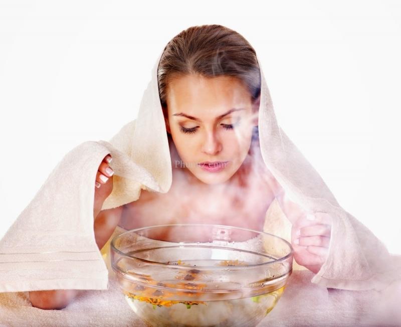 Xông hơi nước - giải pháp tốt giúp trị mụn hiệu quả.