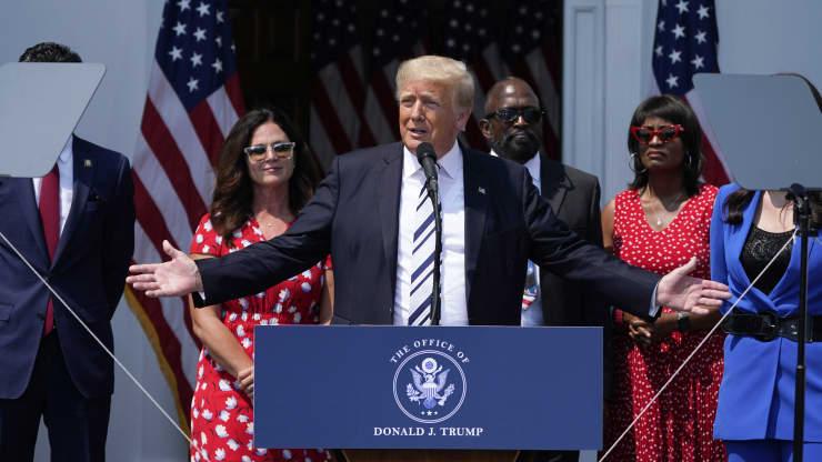 Ông Trump kiện Facebook, Twitter và Google: khả năng thắng kiện gần như bằng 0