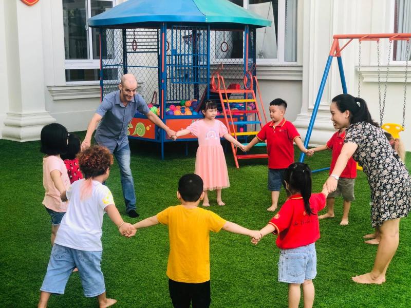 Trung tâm Anh ngữ Aston giảng dạy theo Phương pháp của tập đoàn Giáo dục Hoa Kỳ AEG