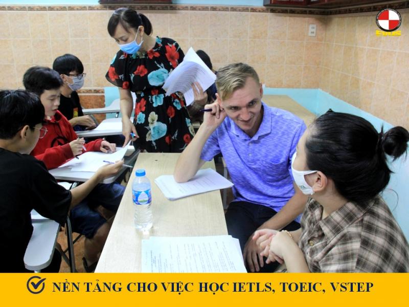 Anh Ngữ Âu Việt Mỹ kết hợp hoàn hảo giữa giáo viên Việt Nam và nước ngoài có trình độ thạc sĩ, tiến sĩ, có năng lực chuyên môn cao