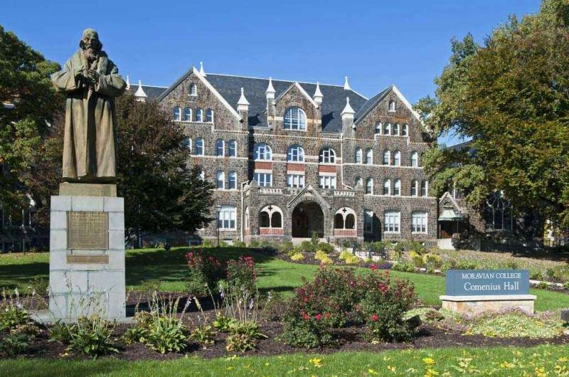 Có lẽ bạn sẽ nhầm đại học Moravian với một tòa lâu đài cổ