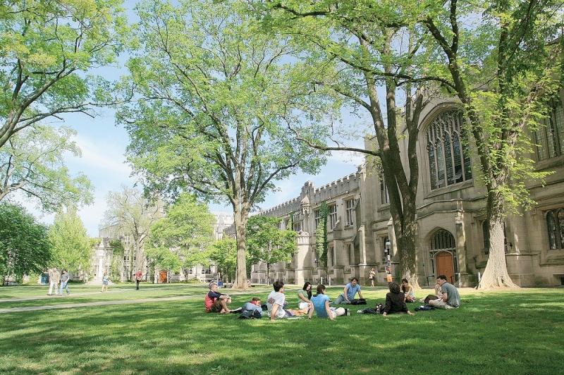 Khuôn viên rộng rãi của đại học Harvard