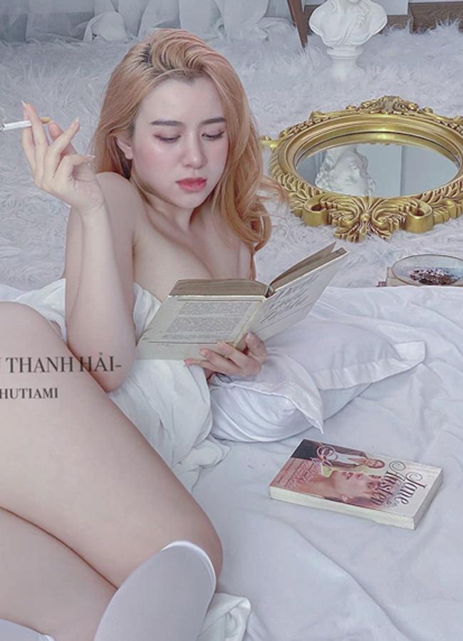 """2 """"hot girl văn phòng"""" Quảng Ngãi, Hà Nội mặc gợi cảm """"đốt mắt"""" đồng nghiệp"""
