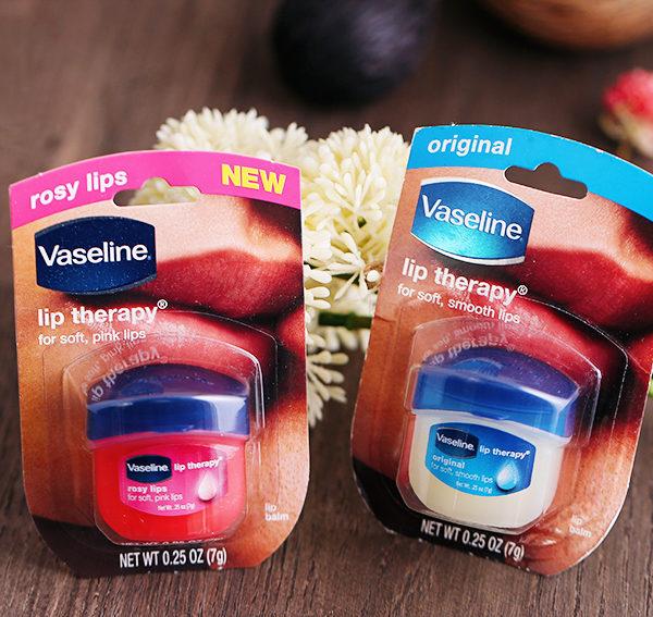 Thiết kế của son dưỡng Vaseline Lip Therapy nắp nhựa màu xanh đặc trưng
