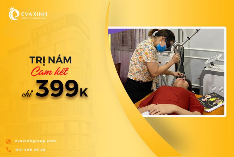 Bác sĩ điều trị nám cho khách hàng tại Eva Xinh